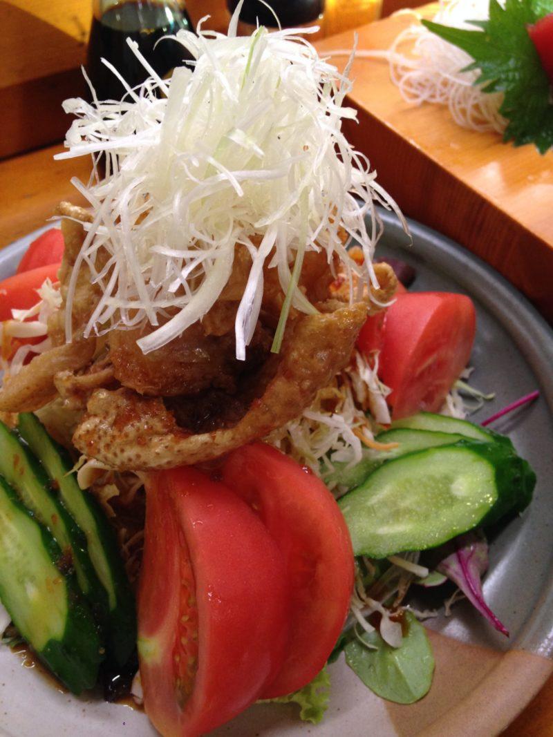 鶏皮のサラダ