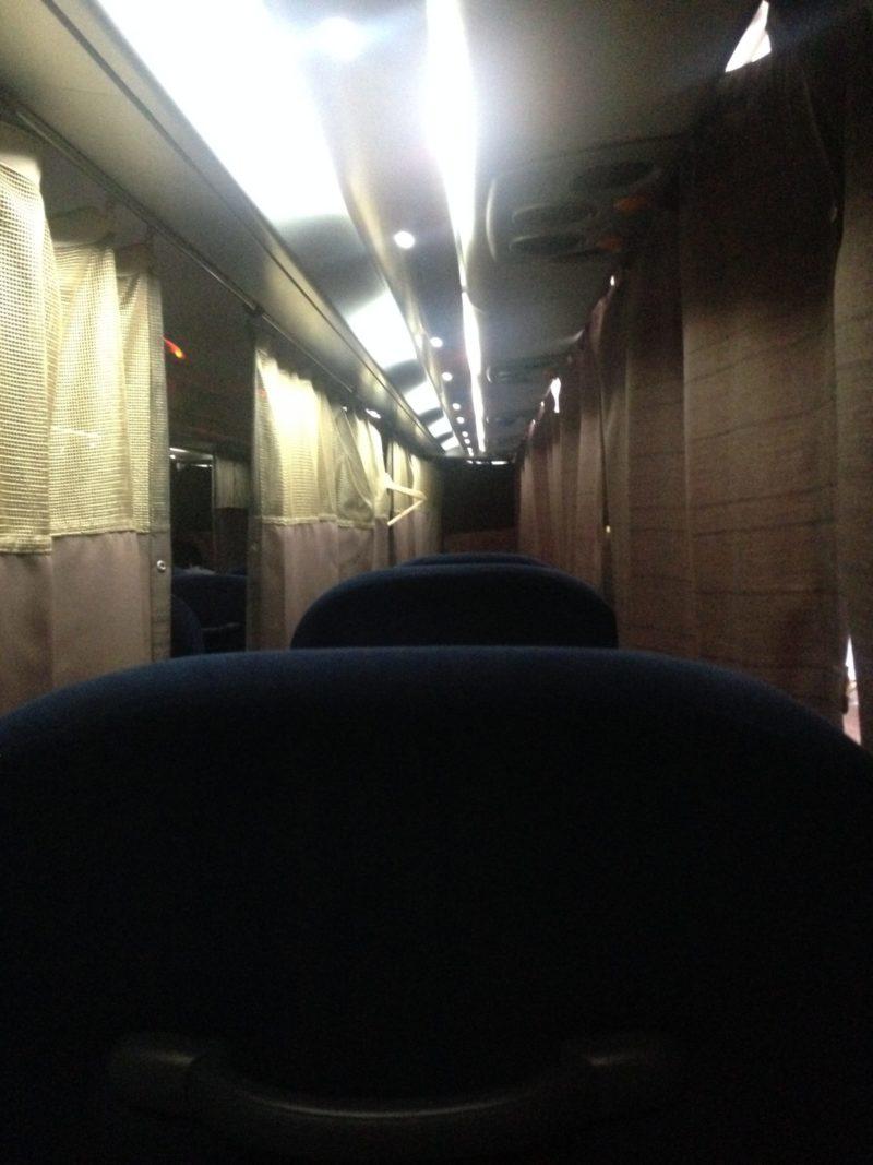 ウィラートラベルのバス車内